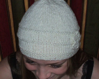 Hand knit elegant off white cloche in silk and wool