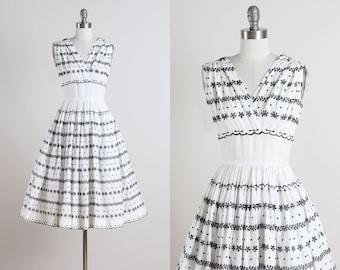 Carlye . vintage 1950s dress . vintage cotton dress . 4844