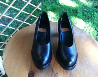 vintage black leather pumps