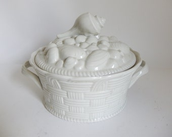 Vintage 1970's Thick Porcelain OARBONE Shells in a Basket Baking Casserole Dish