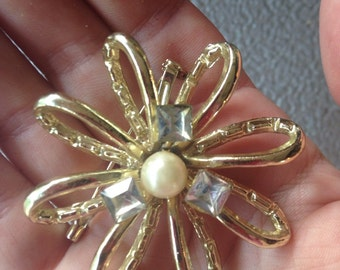 Vintage Flower Pin Brooch