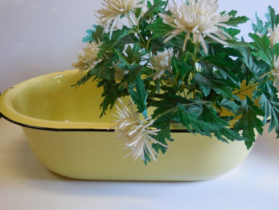 vintage yellow porcelain enamel tub baby bath by salvagerelics. Black Bedroom Furniture Sets. Home Design Ideas