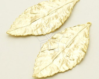 PD-987-MG / 2 Pcs - Realistic Big Leaf Pendant, Matte Gold Plated over Brass / 23mm x 48mm