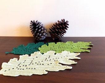 Oak leaf doily - crochet leaf placemat - fall table decor - crochet tablecloth - autumn table decoration  ~30 x 15 cm /12 x 6 inches/