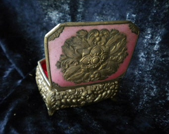 Footed embossed gold & pink metal jewelry treasure box  (FFs052515-11)