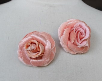 Peach     color  flower   with  pin back   2  piece listing