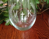 Couples Initial Letter Hand Engraved Wine Glass - Laurel Leaves - Wedding, engagement, anniversary, commitment