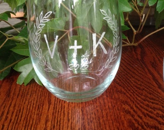 Couples Initial Letter Hand Engraved Stemless Wine Glass - Laurel Leaves - Wedding, engagement, anniversary, commitment