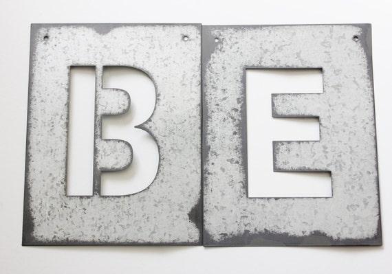 metal lettre pochoir zinc acier initiale accueil salle decor. Black Bedroom Furniture Sets. Home Design Ideas