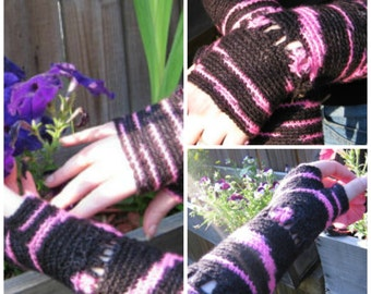 Crochet Fingerless gloves with shells and stripes Pattern