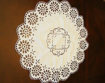 Vintage Floral Openwork Tablecloth table Topper Bright White Gorgeous! 32 ""