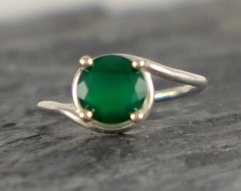 Green Onyx Engagement Ring, Green Onyx Ring, Sterling Silver ring, Green Onyx Jewelry, Green Gemstone Ring, Modern Ring - MADE TO ORDER