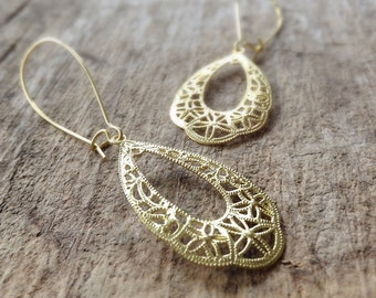 Gold Filigree Earrings, Gift Ideas for Her, Filigree Tear Drop Earrings, Brass Filigree, Gold Earrings, Bohemian Jewelry