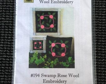 Prairie Grove Peddler Wool Embroidery Swamp Rose Pillow Table Runner Pattern