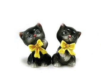 Vintage kitten Miyao Norcrest salt & pepper shakers with original stickers / Black cat shakers