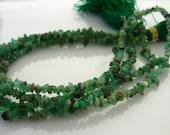 Fab rough columbian emerald chip beads 1-4mm 1/2 strand