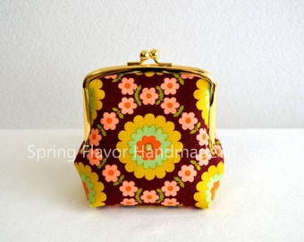 Limited: Retro floral frame purse - brown - small cosmetic pouch, clasp purse