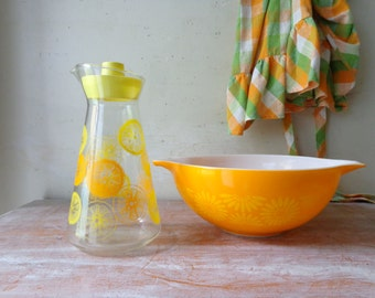 VIntage Pyrex Orange Daisy Mixing Bowl with Pyrex Oranges and Lemons Carafe