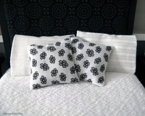 Set of 2 black and white floral pillows - dollhouse miniature