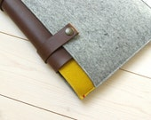 "New. LAPTOP CLASSIC CASE in grey and yellow. 13"" Air / Pro /Retina. Woolfelt and Leather straps."