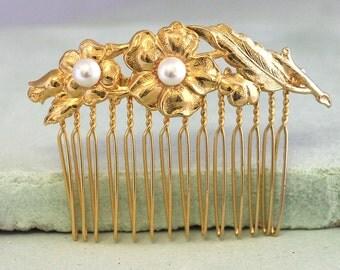 Gold Pearl Bridal Hair Comb,Bridal Hair Accessories,Gold Floral Bridal Hair Comb,Swarovski Pearls Hair Jewelry,Wedding  Pearl Hairpiece