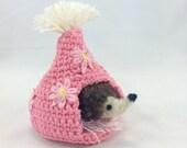 Felted baby hedgehog in crochet play hut, needle felted hedgehog, pink white yellow play hut, daisies