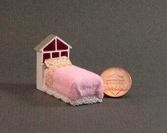 Quarter Inch Scale Furniture - Dollhouse Bed
