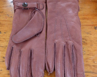 Soft Brown Authentic Deer Skin Gloves With a Snap at The Wrist. Womens size Large