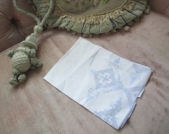 Vintage Guest hand Towel White Cotton Intricate Embroidered Blue Drawnwork Shabby Chic X36