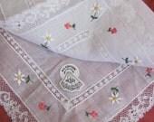 Beautiful White Embroidered Lace Trim Hankie Unused