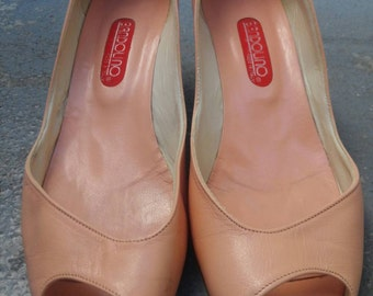 Vintage Bandolino Blush Peach Asymmetrical Peep-Toe Low Pumps Sz. 8.5