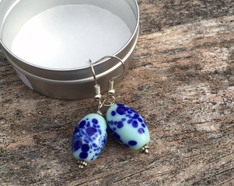 Robin's egg bead,white and blue lampwork glass bead dangle earrings,Handcrafte Venetian glass bead earrings, silver hook wire glass earrings