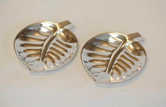 2 Vintage International Silver Company Silverplate #8197 Leaf Trays