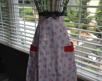 Red Heart Half Apron w/ Pockets Handcrafted White Vintage Hand Crafted - #5034