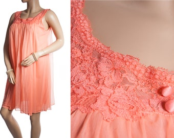 Gorgeous romantic sheer double layer soft salmon pink nylon and delicate lace detail 1960's vintage mid-length nightdress nachthemd - 3291