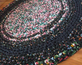 "Black and Floral Rag Rug 42"" Round"