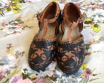 Vintage antique 20s 30s woven shoes