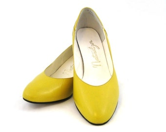 80s Mustard Shoes Womens Shoes Mustard Yellow Shoes 1980s Leather Heels Yellow Leather Shoes Yellow  Leather Pumps Leather Court Shoes