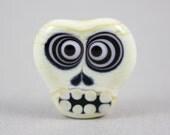 Bullseye skull bead (Item 15778)