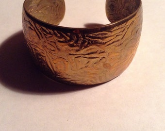 Egyptian Style Gold Toned Metal Cuff Bracelet Costume Jewelry Fashion Accessory