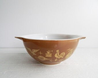 Vintage Pyrex Early American Cinderella Bowl - Glass Mixing Bowl 442 1.5 Quart, Brown and Gold Patriotic Pattern