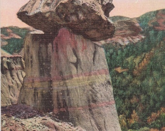 Badlands, North Dakota, Balanced Petrified Stump, Cedar Canyon - Linen Postcard - Unused (A)