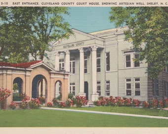 Shelby, North Carolina, Cleveland County Court House, Artesian Well - Linen Postcard - Unused (O)