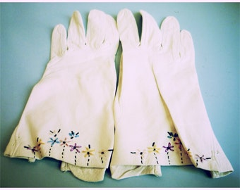 Vintage 1960s White Calfskin Gloves with Embroidered Flowers