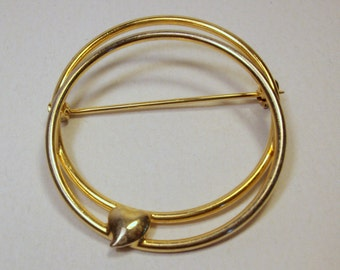 Vintage CIRCLE PIN with HEART / Brooch / Jewelry / Gold Tone - Double Circle
