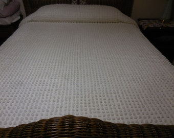 "Sale - Pretty BATES White on WHITE with Large, 1"" POPS Vintage Chenille Bedspread - Free Shipping"