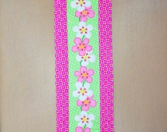Table Runner - Quilted - Wool Applique - Pink and White Funky Flower Applique Table Runner #1