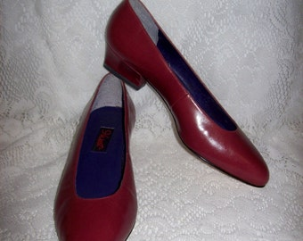 Vintage Ladies Dark Red Leather Pumps by 9 West Size 6 Only 5 USD