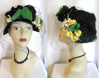 Vintage 1930s Hat - The Young Quinlan Co Cloche Bonnet Hat w/ Flowers Polka Dot Veil