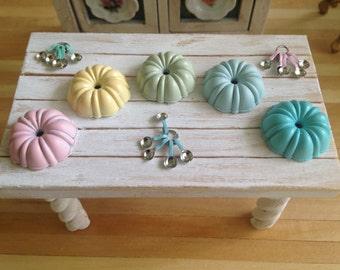 Dollhouse Miniature Shabby Chic Bundt Cake Pan